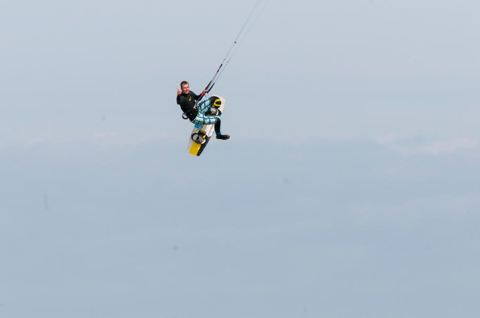 Kitesurfer jump 5