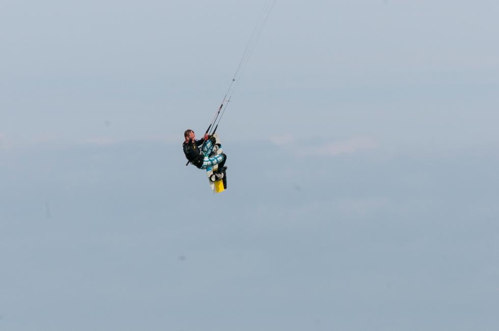 Kitesurfer jump 6