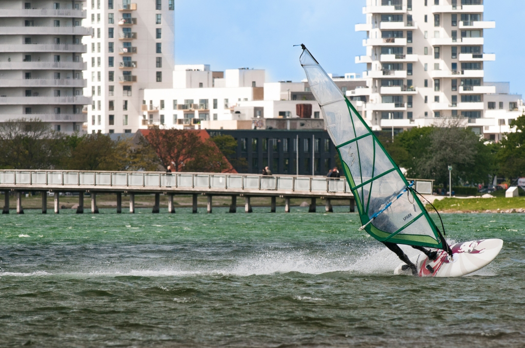 windsurfer pushing speed