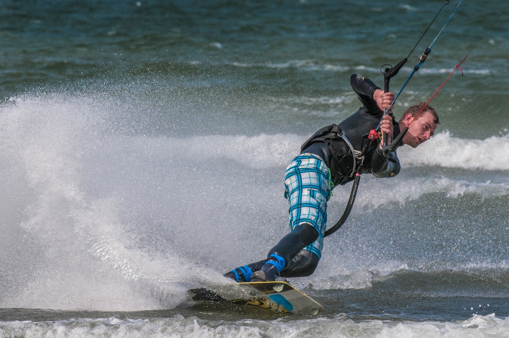 kitesurfer in aggressive turn