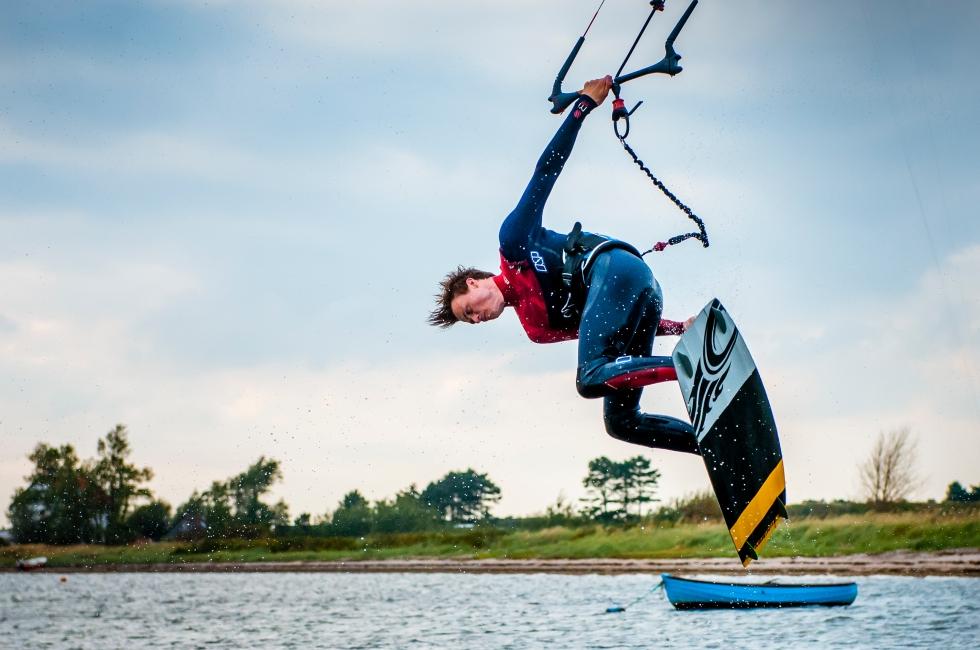 kitesurfer unhooked